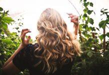 Jak używać lakieru do włosów?